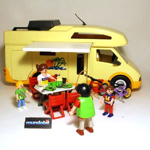 Camping car bien quip avec famille mundobil - Camping car playmobil pas cher ...