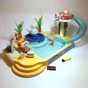 Famille avec piscine et plongeoir mundobil for Piscine playmobil